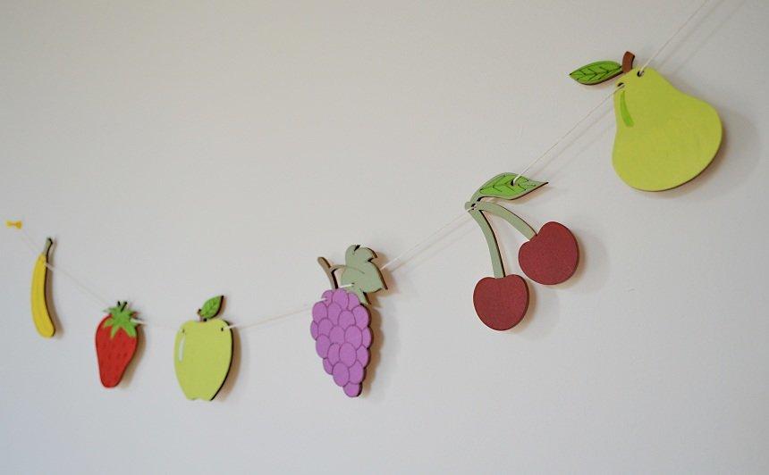Augļi un dārzeņi virtenēm, un rotaļām