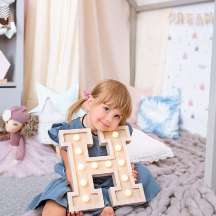 PIKU_LIGHT_UP_LETTER_FOR_NURSERY_LETTER_H